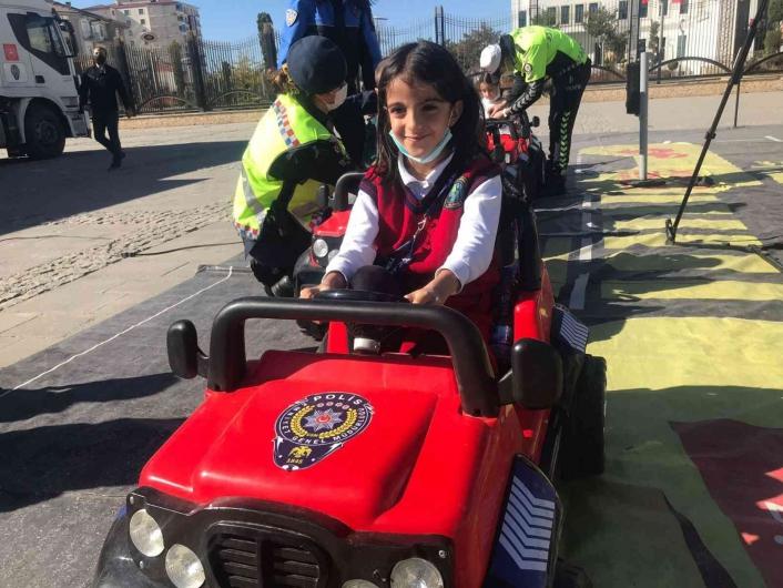 Mobil Trafik Eğitim Tırı Elazığ´da öğrencilerle buluştu