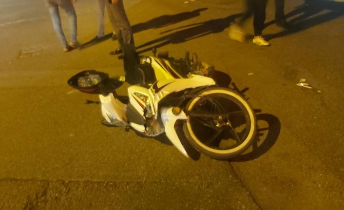 Motosiklet ile otomobil çarpıştı: 1 ağır yaralı