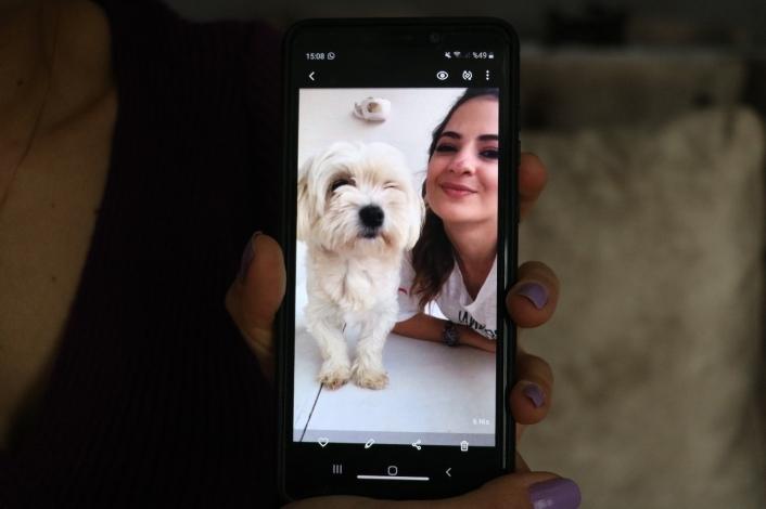 MS hastası genç kız ´o olmadan yaşayamam´ dediği köpeğini getirene 2 bin lira ödül verecek