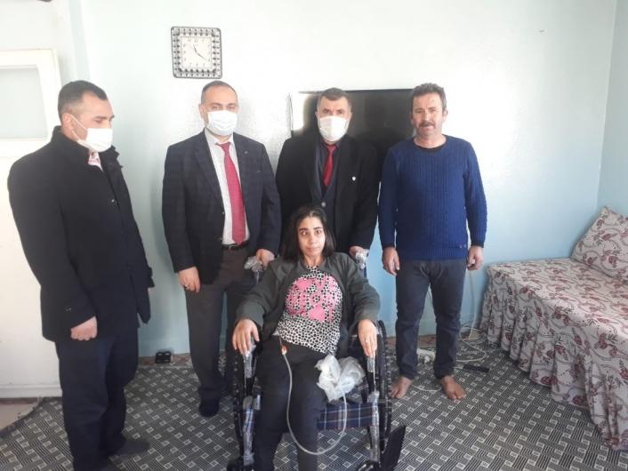 Müftülükten engelli kişiye sandalye desteği