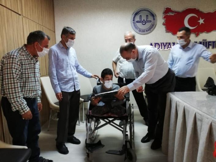 Müftülükten engelli öğrenciye bilgisayar
