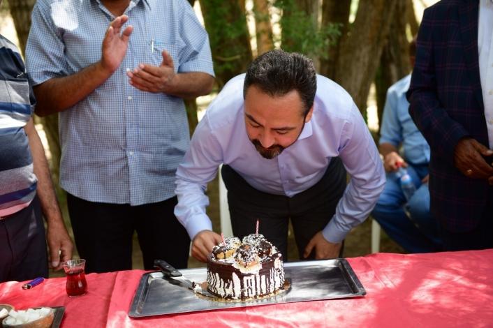 Muhtarlardan Başkan Gürbüz´e doğum günü sürprizi