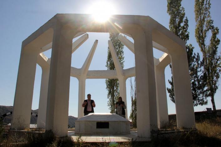 O Kıbrıs Barış Harekatı´nın tek gazeteci şehidi, mezarı Sivas´ta
