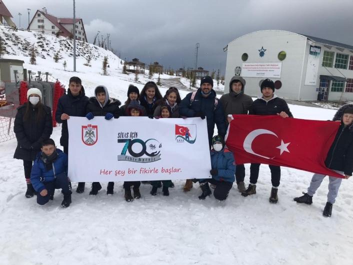 Öğrenciler Yıldızdağı Kayak Merkezinde gönüllerince eğlendi