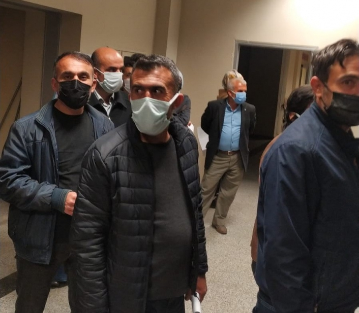 Öğretmenler ilk iftar sonrası aşı için sıraya girdi