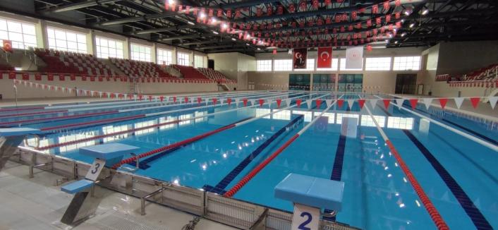 Olimpik kapalı yüzme havuzu hizmete girmek için gün sayıyor