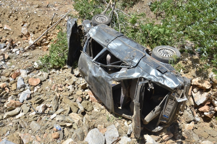 Otomobil uçuruma yuvarlandı: 2 ölü, 2 ağır yaralı