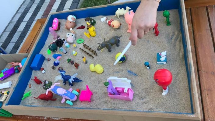 Özel gereksinimli çocuklara kum terapisi