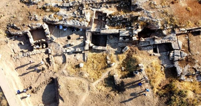 Perre Antik Kent´teki kazılarda 9 adet üzüm işliği bulundu