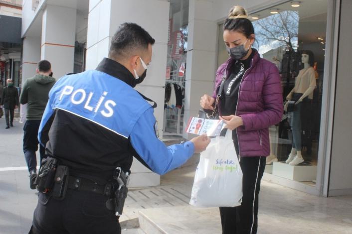 Polisler Adıyaman´ın rengini mavi yapmak için broşür dağıttı