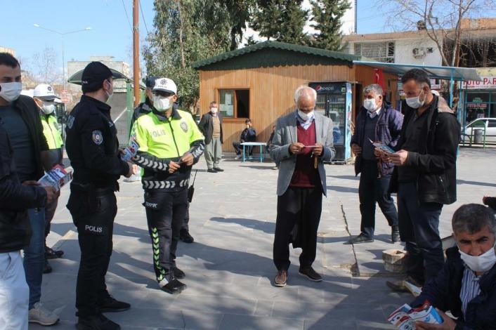 Polislerden broşürlü korona virüs uyarısı