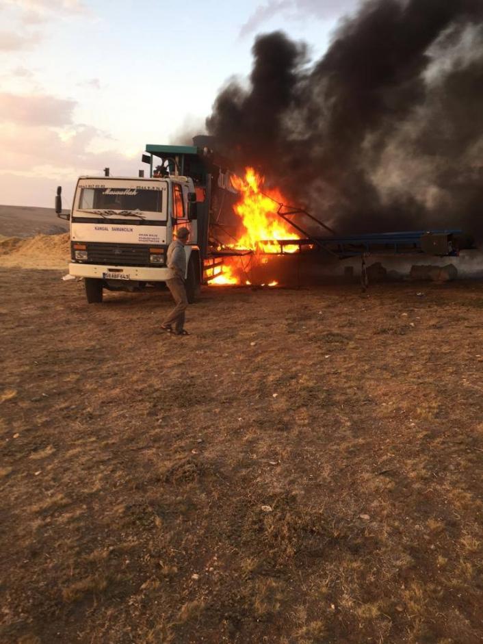 Saman pres makinesi alev alev yandı