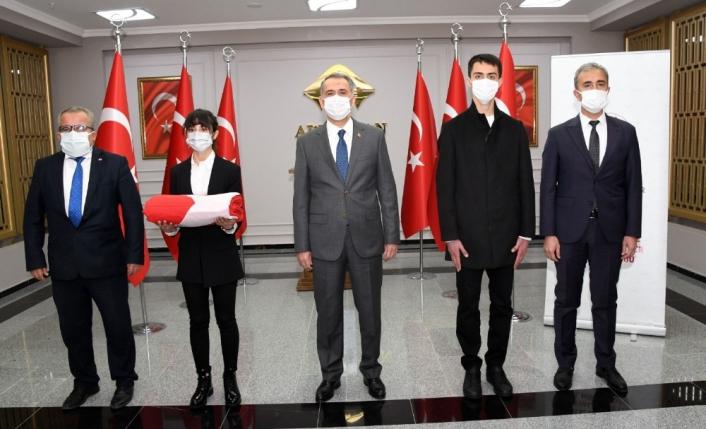 Şanlı Türk Bayrağı Şanlıurfa´dan teslim alınarak Gaziantep´e uğurlandı