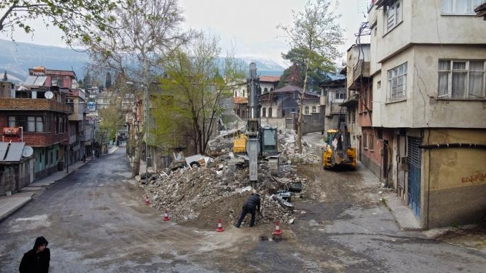 Sarayaltı yolunda yıkımlar başladı