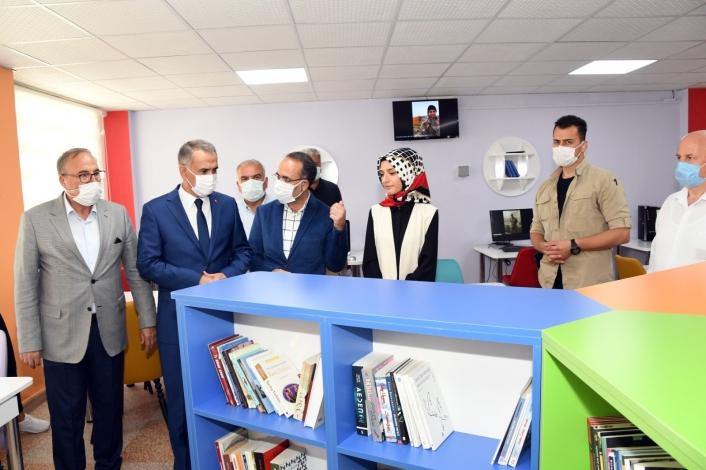 Şehit Ayhan Yanık´ın ismi mezun olduğu okulun kütüphanesine verildi