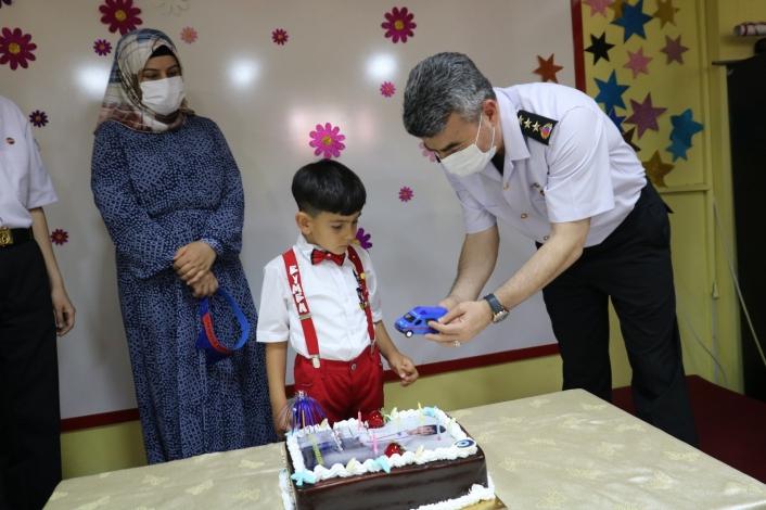 Şehit çocuğuna doğum günü sürprizi