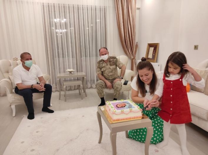 Şehit kızı küçük Eylül´e doğum günü sürprizi