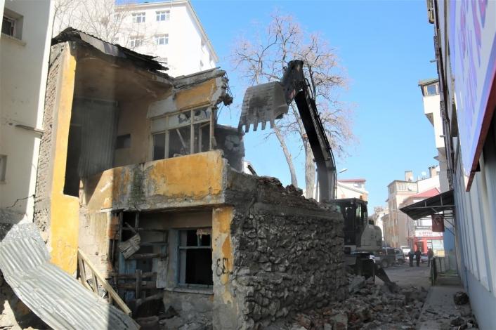 Sivas Belediyesi 103 metruk binayı yıktı
