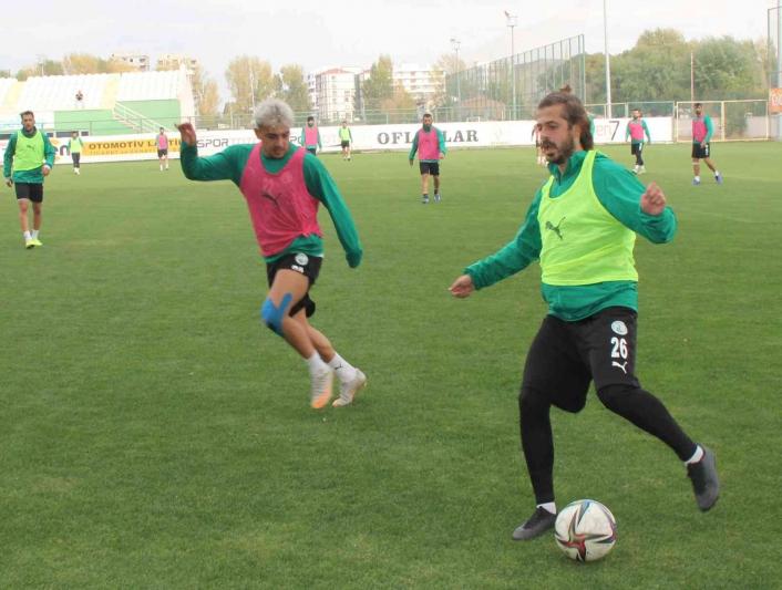 Sivas Belediyespor Teknik Direktörü Özer Karadaş: