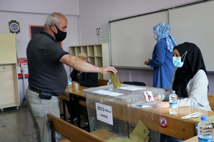 Sivas´ta 27 köy ve mahallede muhtarlık ara seçimine başlandı