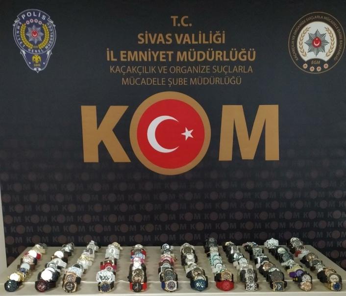 Sivas´ta 60 bin TL değerinde 141gümrük kaçağı kol saati ele geçirildi
