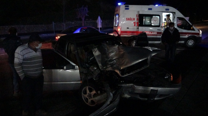 Sivas´ta otomobil ile hafif ticari araç çarpıştı: 7 yaralı