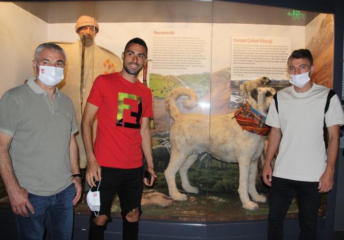 Sivas Valisi Ayhan, Sivassporlu futbolculara şehir müzesini gezdirdi
