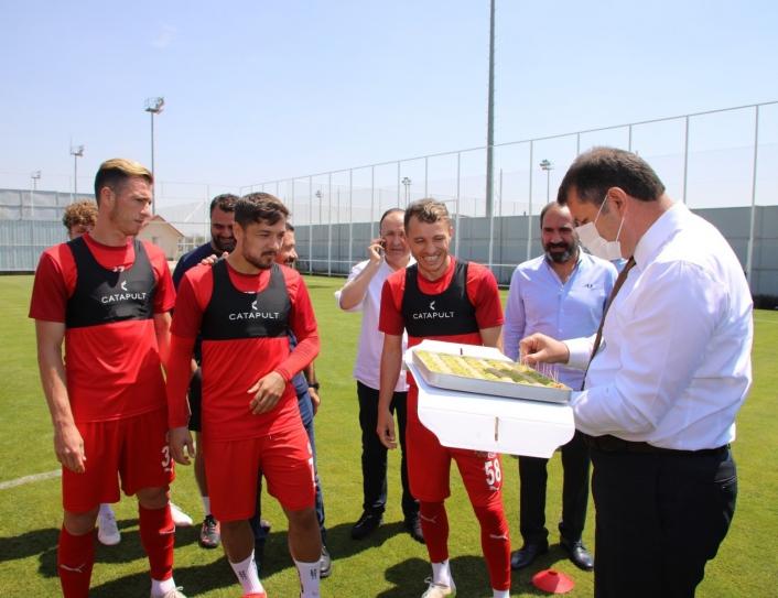 Sivas Valisi´nden, Sivasspor´a UEFA maçı öncesi baklava dopingi