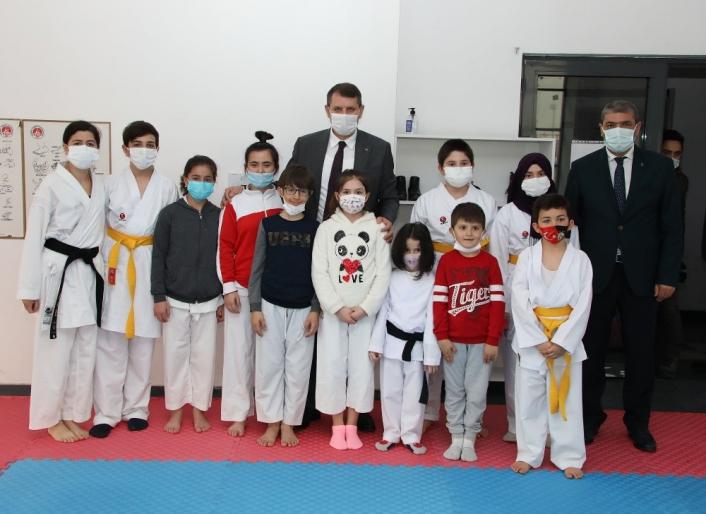 Sivas Valisi Salih Ayhan´dan karatecilere destek