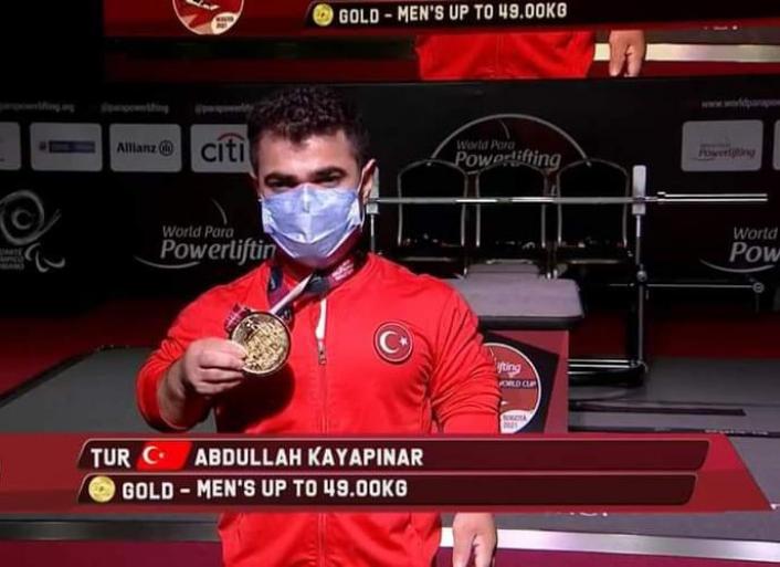 Sivaslı `Minik Herkül´ dünya şampiyonu oldu!