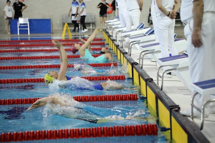 Sivaslı yüzücüler derece için kulaç attı