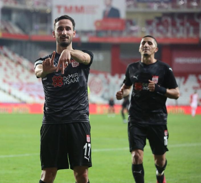 Sivasspor´da Erdoğan Yeşilyurt, gol sayısını 3 yaptı
