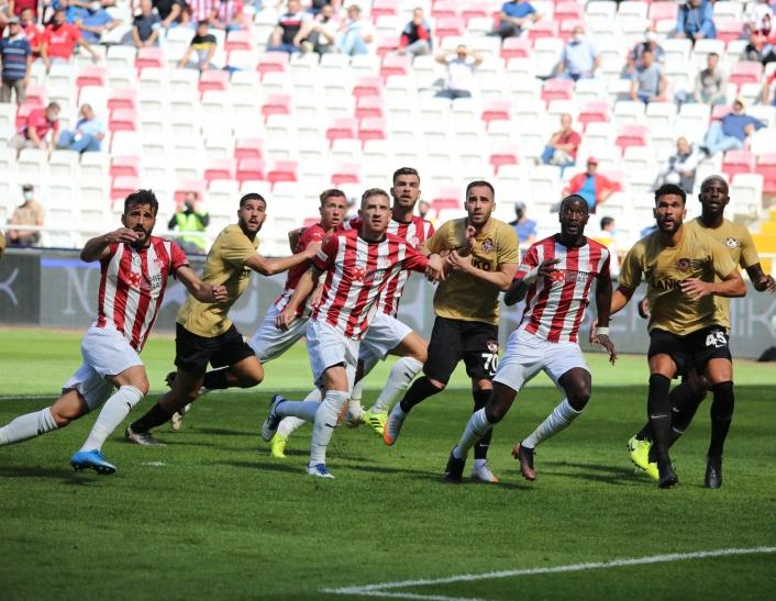 Sivasspor ligdeki üçüncü beraberliğini aldı