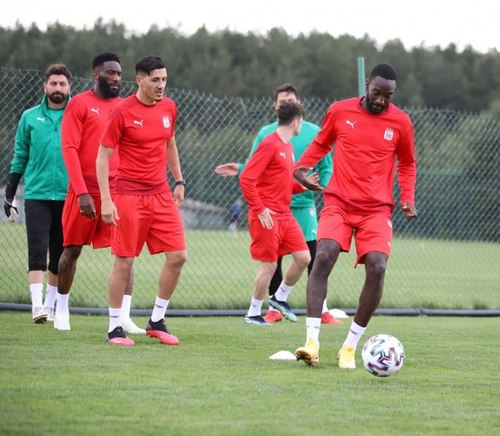 Sivasspor üç idmanla hazırlıklarına devam etti