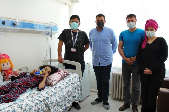 Skolyoz hastası Elanur şifayı Sivas´ta buldu
