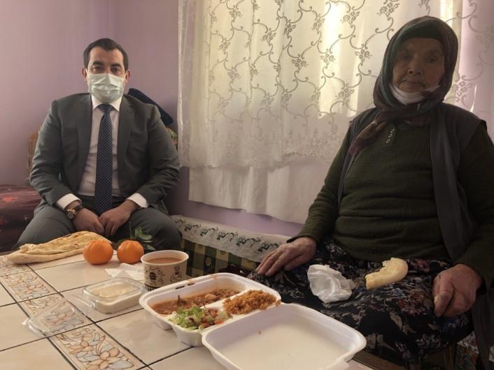 Soğuk kış günlerinde yaşlılar ve yardıma muhtaç vatandaşlar unutulmuyor