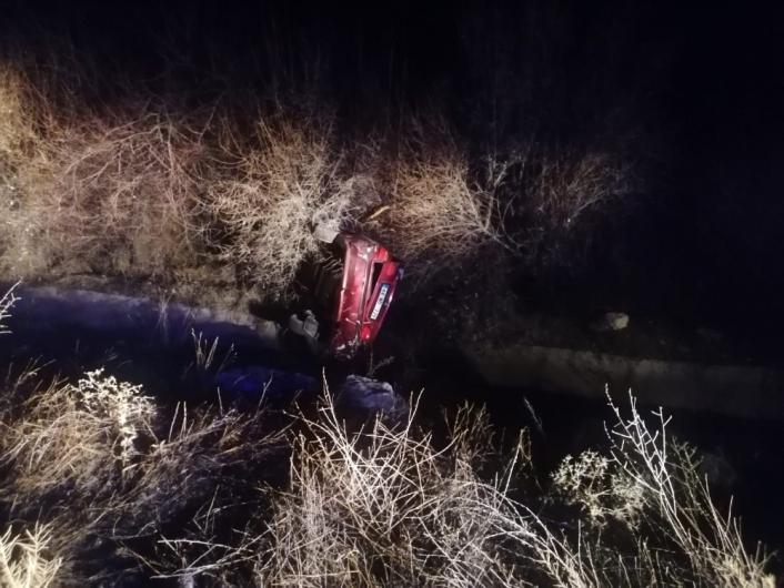 Su kanalına düşen otomobilde maddi hasar meydana geldi