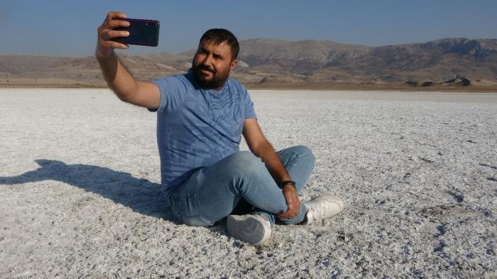 Sular çekilince arazi beyaza büründü