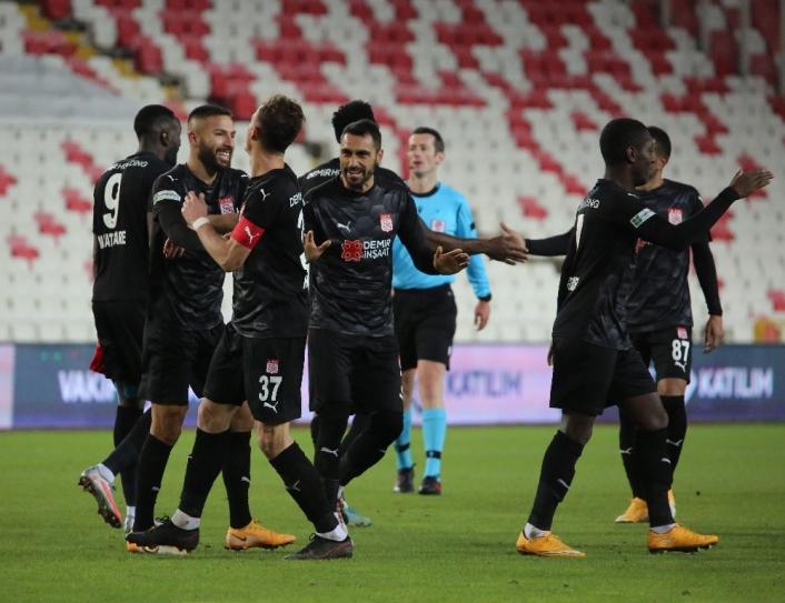 Süper Lig: D.G Sivasspor: 3 - Gençlerbirliği: 1 (Maç sonucu)