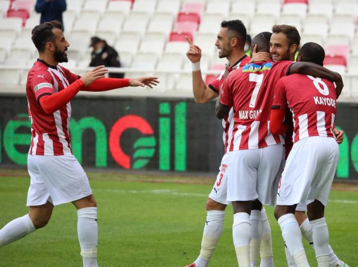 Süper Lig: D.G. Sivasspor: 4 - Fatih Karagümrük: 0 (Maç sonucu)