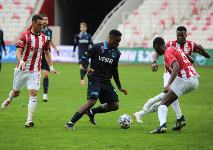 Süper Lig: DG Sivasspor: 0 - Trabzonspor: 0 (İlk yarı)