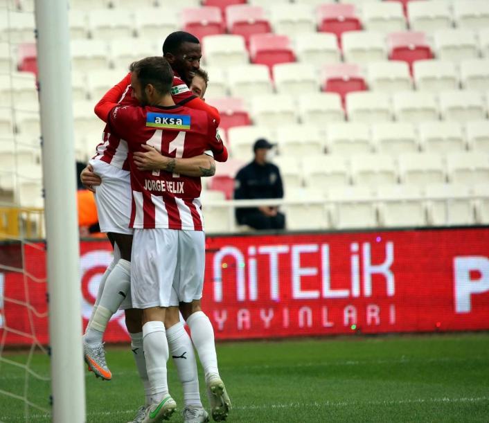 Süper Lig: Sivasspor: 1 - Fatih Karagümrük: 0 (Maç devam ediyor)