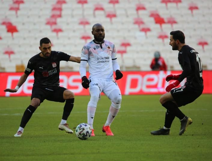 Süper Lig: Sivasspor: 1 - Gençlerbirliği: 0 (İlk yarı)