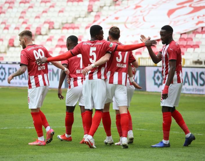 Süper Lig: Sivasspor: 1 - Konyaspor: 0 (İlk yarı)