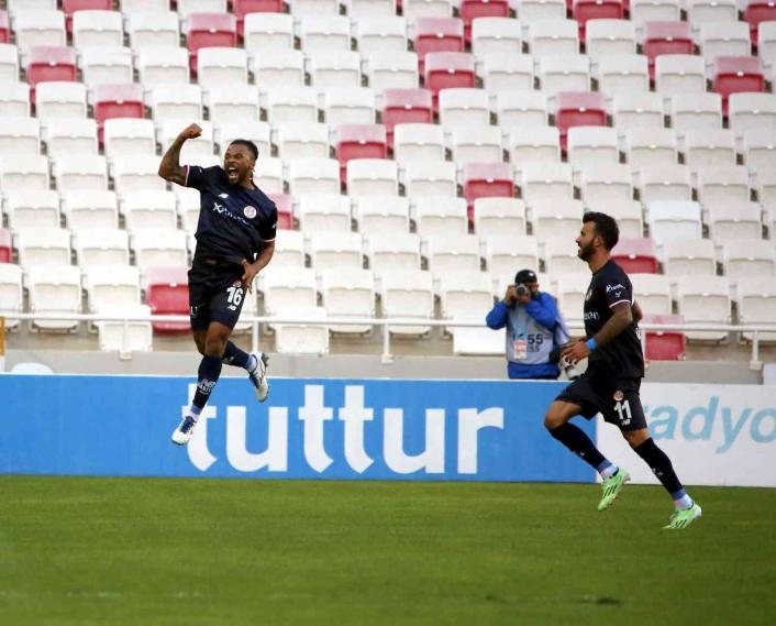 Süper Lig: Sivasspor: 2 - Antalyaspor: 2 (İlk yarı)