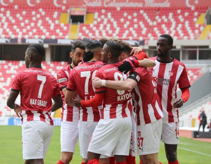 Süper Lig: Sivasspor: 3 - Konyaspor: 1 (Maç sonucu)