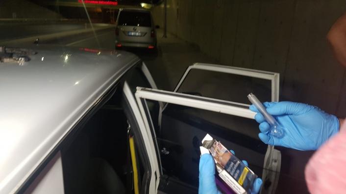 Şüpheli otomobilden uyuşturucu ele geçirildi