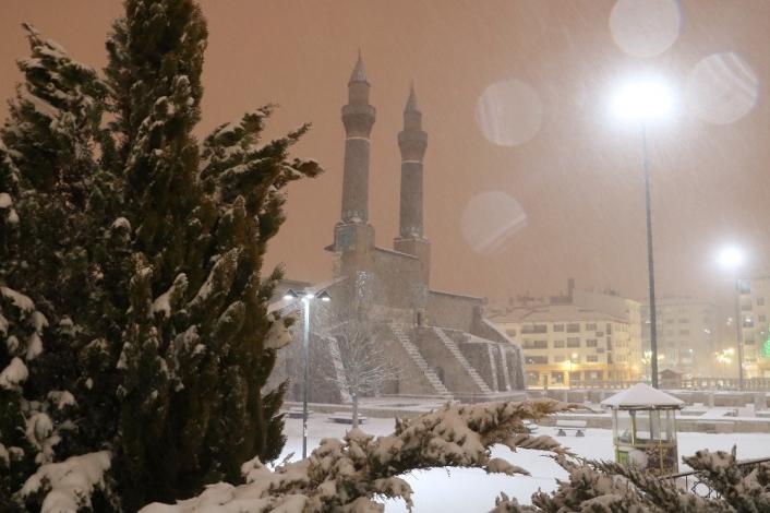 Tarihi kent meydanında mest eden görüntüler