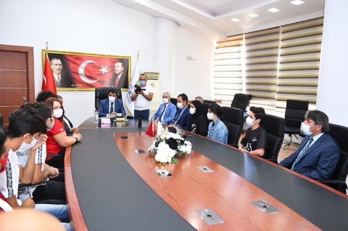 Teknofest´te ödül kazanan öğrencilerden Başkan Gürkan´a ziyaret