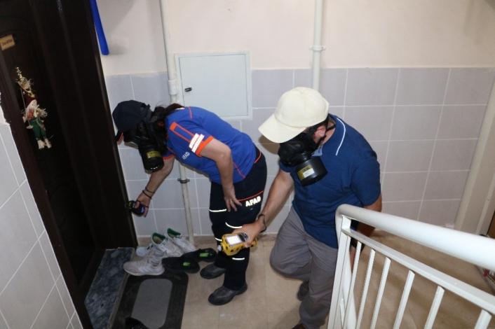 Temizliği abarttı, komşular kimyasal sızıntı sandı, ekipler alarma geçti